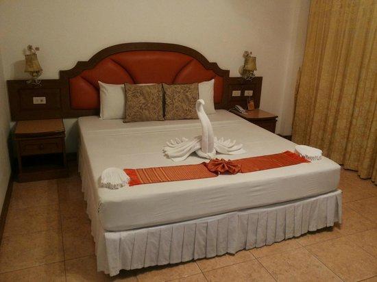 Manohra Cozy Resort: Camera vista piscina