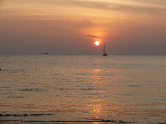 Kedawang Beach Inn: sunset beach view