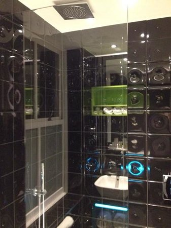 Hotel Indigo London Kensington: bathroom 2