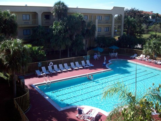 La Quinta Inn & Suites Ft. Myers - Sanibel Gateway: Heated pool