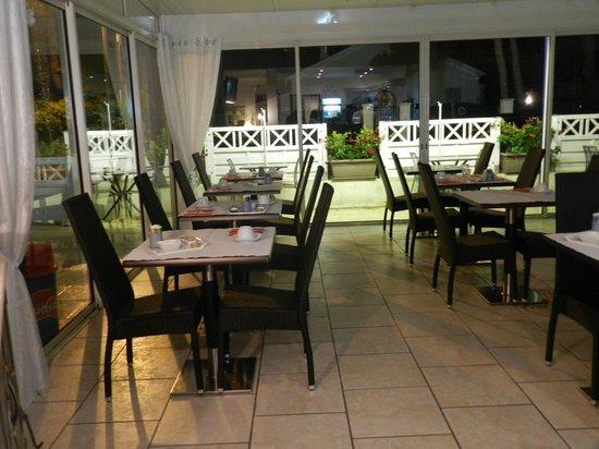 Hotel Le Mediterranee : Sala colazione