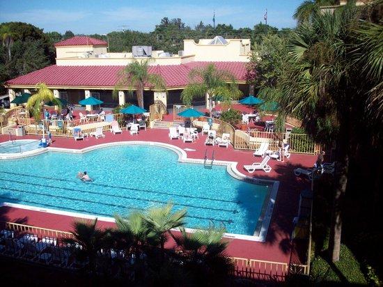 La Quinta Inn & Suites Ft. Myers - Sanibel Gateway: Heated pool