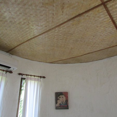 Khao Sok Paradise Resort: Room - note the thatched ceiling
