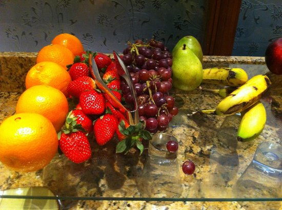 DoubleTree by Hilton Hotel Philadelphia - Valley Forge: Fruit to breakfast