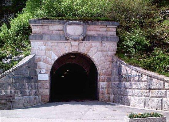 The Eagle's Nest : Der Tunneleingang der  zum Aufzug des Kehlsteinhauses führt