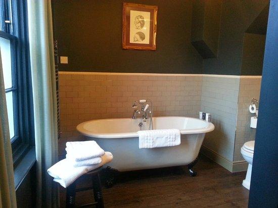 The Crown & Thistle: Gorgeous bath