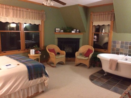 Pinehurst Inn: Whispering Pines. Room was super cozy and quiet