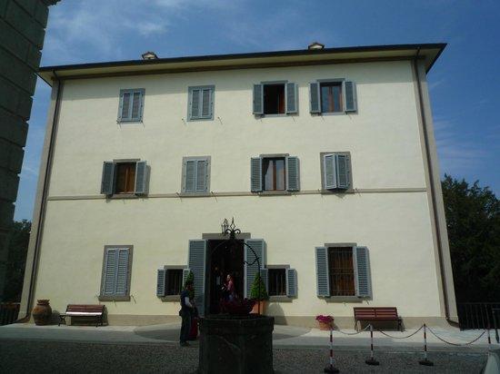 Villa Montarioso: Hotel vista frontal