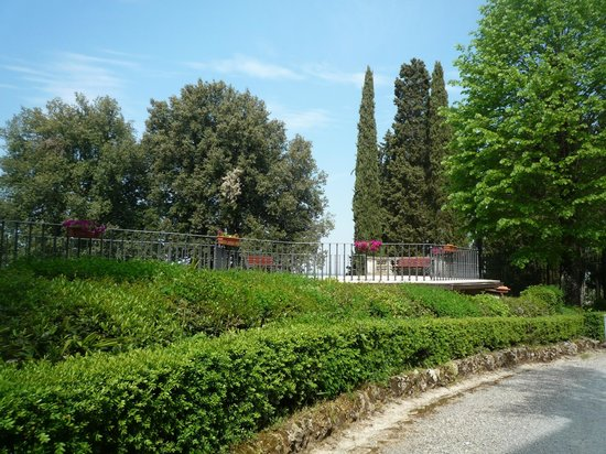 Villa Montarioso: Jardim externo