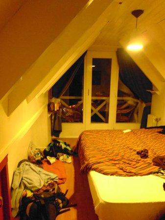 Green House Hostel Bariloche: Habitación en el altillo