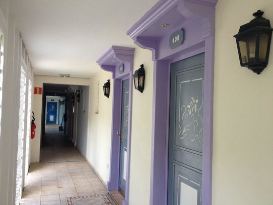 Alamanda Resort: Разноцветные входные двери