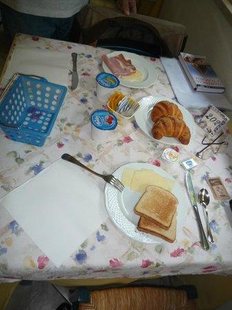 Hotel Riviera Blu : Mes de café da manhã