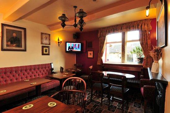 The Fleece Inn: bar snug