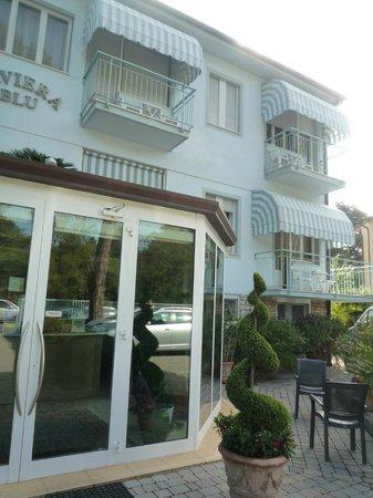 Hotel Riviera Blu: Vista frontal hotel