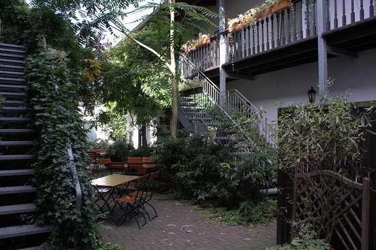 City Hotel Neuruppin: Hotelinnenhof