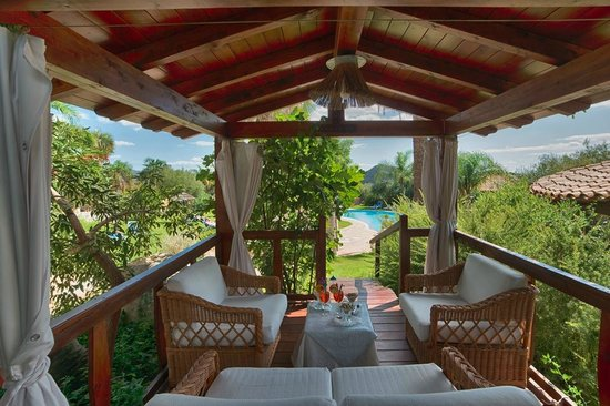 Cruccuris Resort : Giardino e piscina