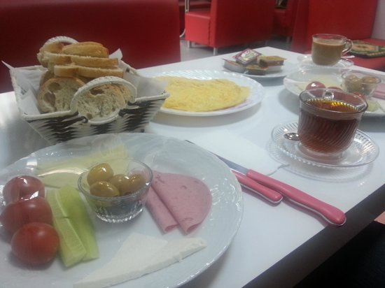 Lotus Hotel Istanbul: Breakfast offered by Lotus Hotel