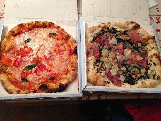 Pizzeria des Moulins : Left: Pizza Peperoni. Right: Pizza Tartufata
