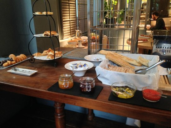 Villa Oniria: Bread selection at breakfast