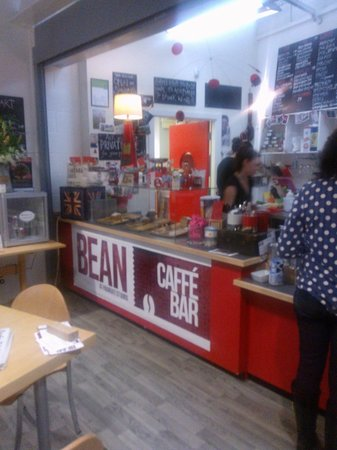 Bean Caffe: Counter