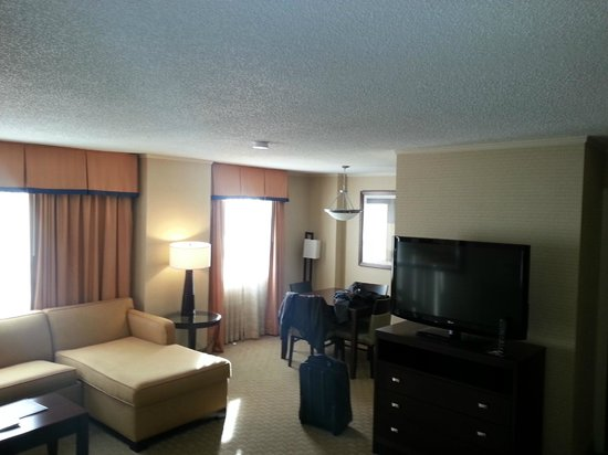 Embassy Suites by Hilton Baltimore - Inner Harbor : Needs less ugly colors, but was very clean and staff rocked
