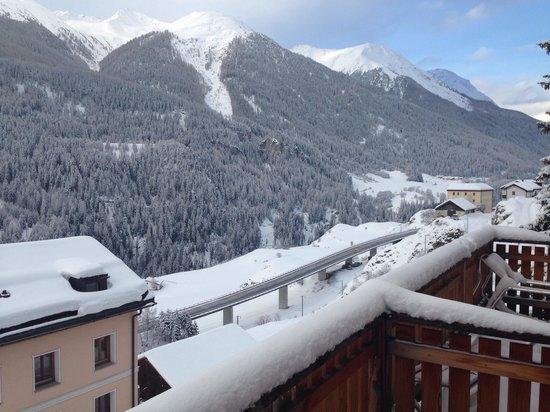 Schorta's Hotel Alvetern: View from balcony room 17