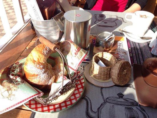 Caffenero: Delicious croissant