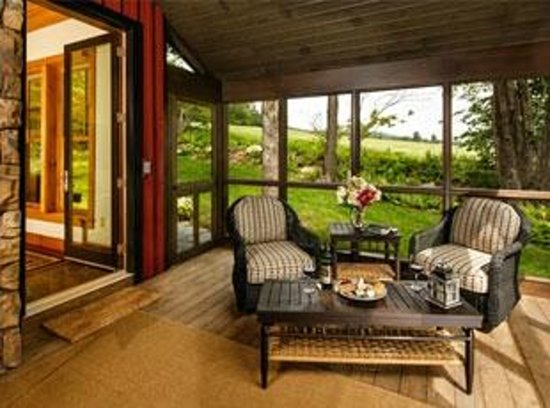 The Mountain Top Inn & Resort : Vacation home rental screened porch