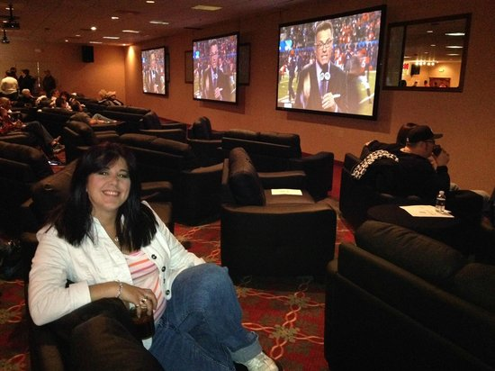 The D Casino : Wendy in the VIP couches