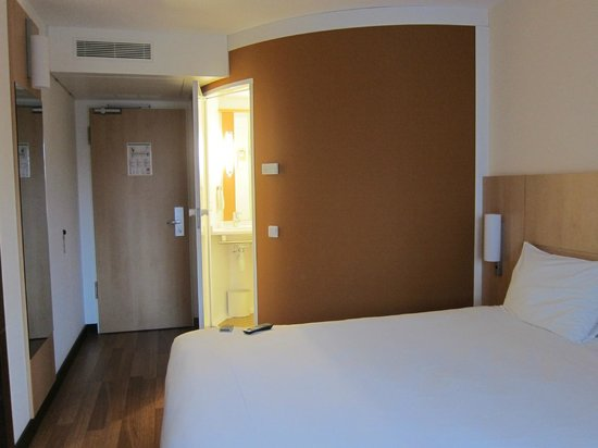 Ibis Muenchen City West: Tidy & simple room