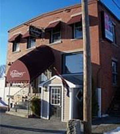 Hideaway Restaurant: Everette Square