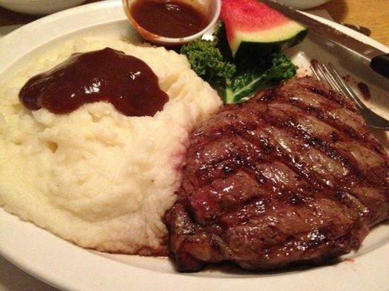 Hideaway Restaurant: Choice Broiled Steaks