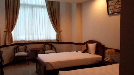Van Phat Riverside Hotel: Room