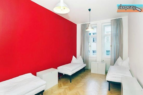 Jump in Hostel : Red room
