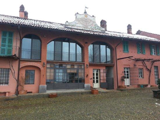 Cascina Paraccia : Front of the Villa