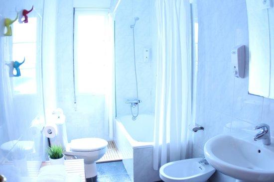 Zubia Urban Rooms: Baño