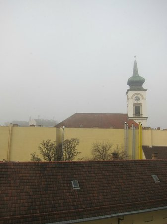 Ibis Budapest Centrum : View from room on a foggy day