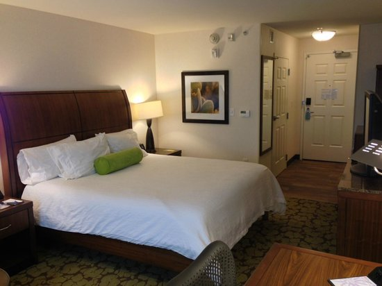 Hilton Garden Inn Salt Lake City Airport: Comfrtable bed, nice decor