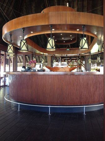 Sofitel Moorea Ia Ora Beach Resort: The hotel bar - the perfect spot for lunch