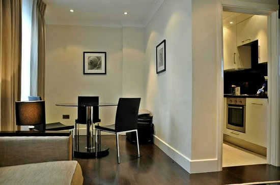Chilworth Court Apartments: Dining