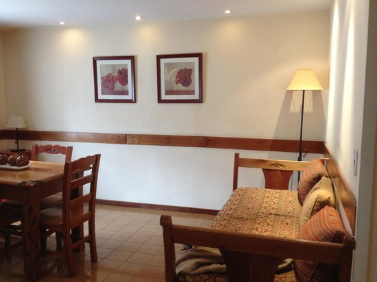 Hostal Del Bosque Apart Hotel: sala do quarto