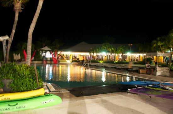 Club Med Columbus Isle : piscine le soir
