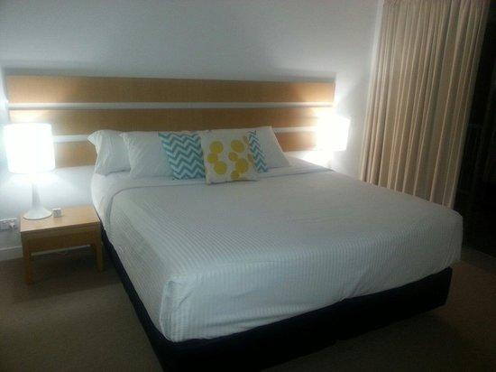 QT Port Douglas : bedroom