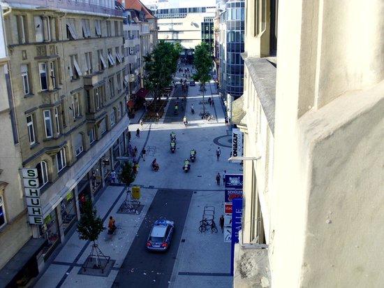 Hotel Merit: Вид на магазины