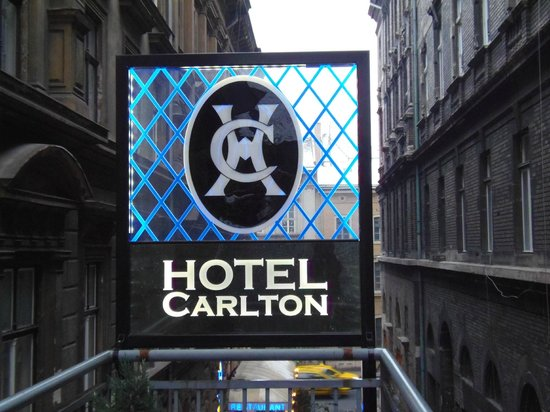 Carlton Hotel Budapest: Outside the Hotel