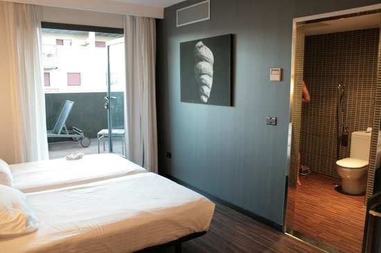 AC Hotel Algeciras: camera+bagno+terrazzo