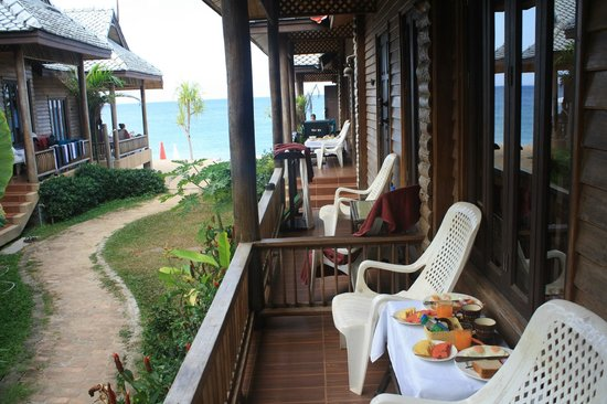 Baan Pakgasri Hideaway: petit déjeuner en terrasse