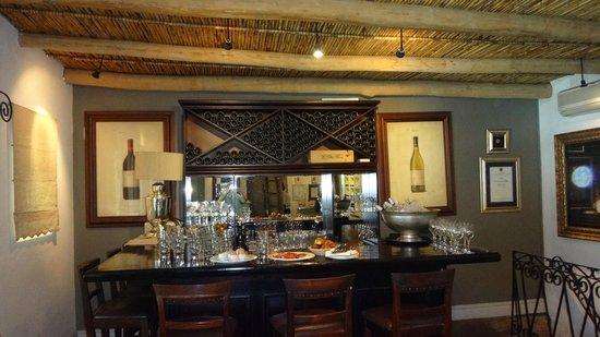La Petite Ferme: the main bar