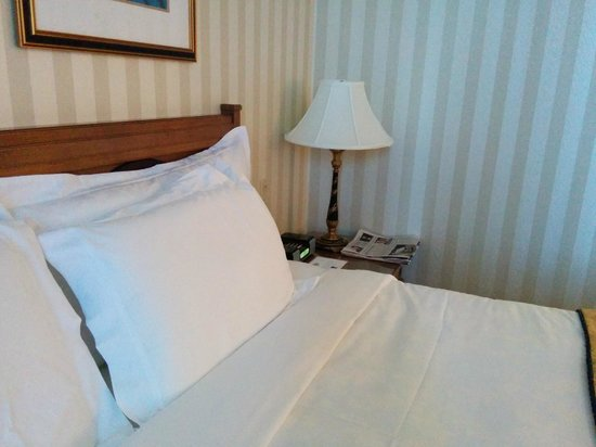 The Langham, Boston : bed