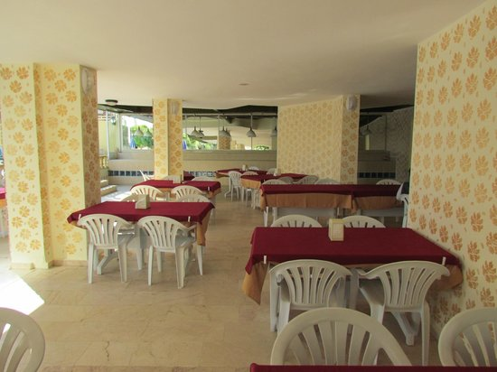Gold Twins Suit Hotel: Restaurant